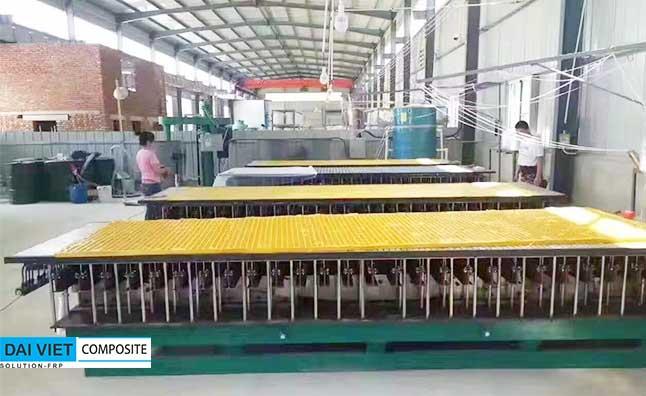 khuôn sản xuất grating FRP tại nhà máy